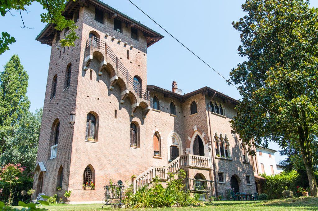 Castle life in Villa Bartolomea, Italy